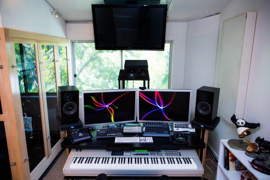 5 Cat Studios